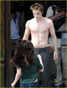 robert-pattinson-new-moon-shirtless-05