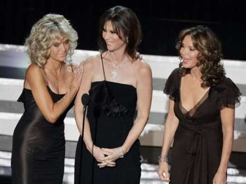 Farrah_Fawcett,_Kate_Jackson,_and_Jaclyn_Smith__l-r__appear_together_during_58th_Annual_Primetime_Emmy_Awards