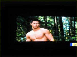 taylor-lautner-shirtless-new-moon-01