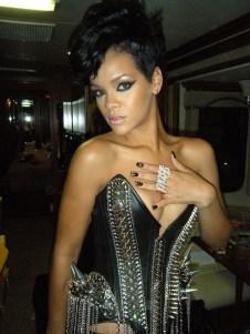 11.23.08 Rihanna at AMAs photo by Kimmie Kyees