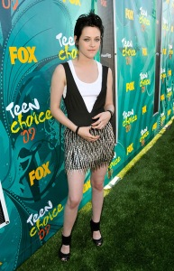 Actress Kristen Stewart arrives at the Teen Choice Awards 2009 held at the Gibson Amphitheatre on August 9, 2009 in Universal City, California.